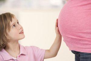 پاسخ به سوال کودک در مورد تولد و بارداری